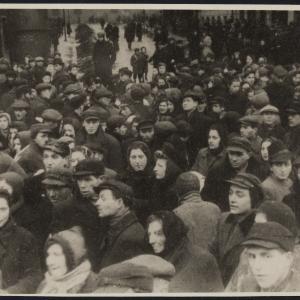 """Zdjęcie pt. """"Ruch uliczny w ghetcie przed wysiedleniem"""""""