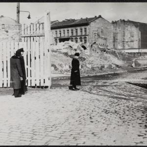 """Zdjęcie pt. """"Brama na Plac Grzybowski"""""""