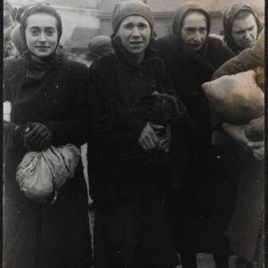 """Zdjęcie pt. """"Grupka kobiet"""""""